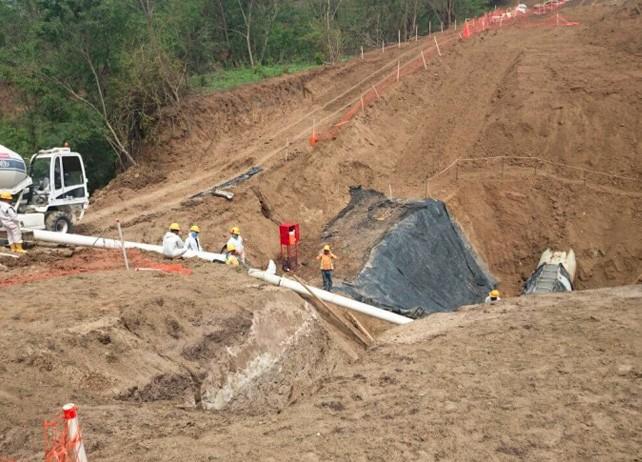 涵洞水渠施工现场